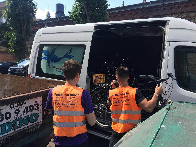 Obdachlosen-Uni Radtour durch Lichtenberg